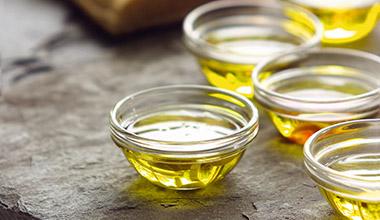 世界的に評価されたオリーブオイルとビネガーをご提供いたします